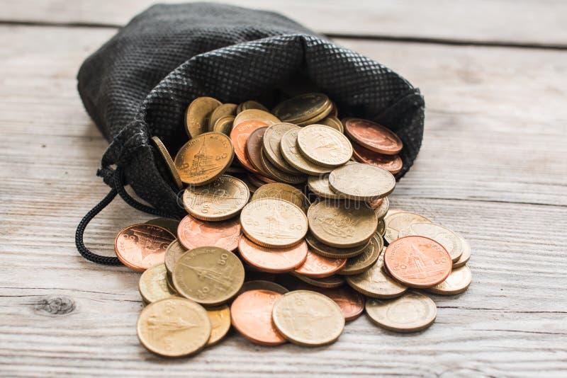 Sac et pièce de monnaie noirs image stock