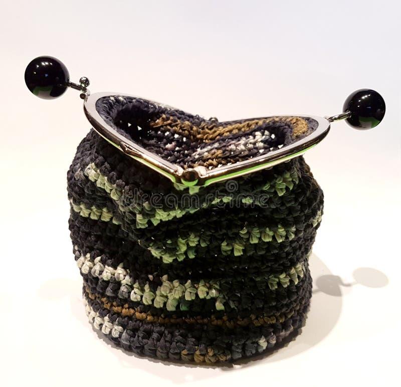 Sac fait main de crochet avec le fil de coton avec le gris, le noir et l'ora image stock