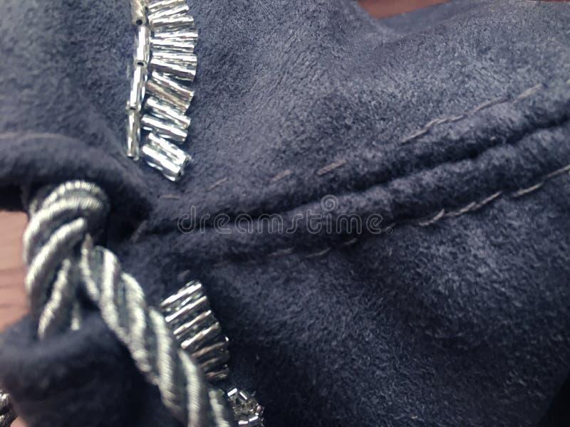 Sac gris de textile de sorcière ésotérique de prévision pour le tarot et les runes photographie stock libre de droits