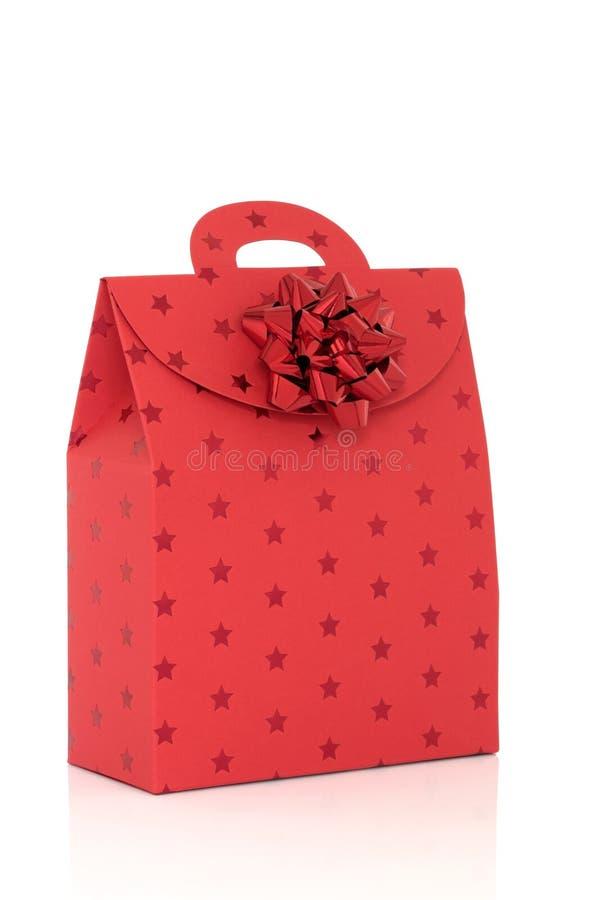Sac rouge de cadeau avec la proue photo stock