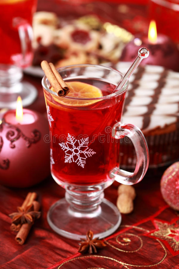 Sacador caliente del vino para el invierno y la Navidad imagenes de archivo