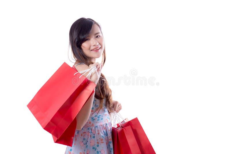 sacchetti della spesa emozionanti felici di condizione e della tenuta della donna immagine stock
