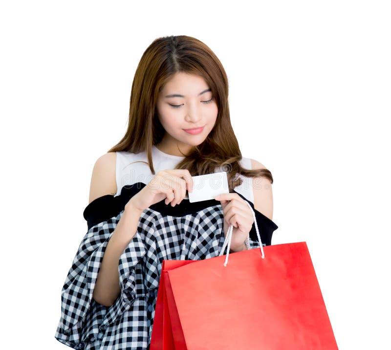 sacchetti della spesa emozionanti felici di condizione e della tenuta della donna fotografie stock libere da diritti