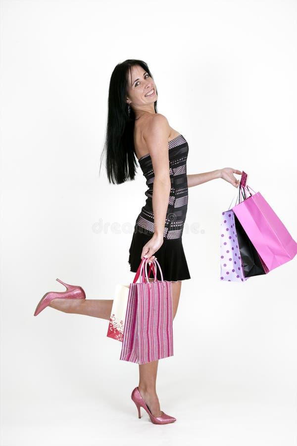Sacchetti di acquisto di trasporto della donna fotografie stock libere da diritti