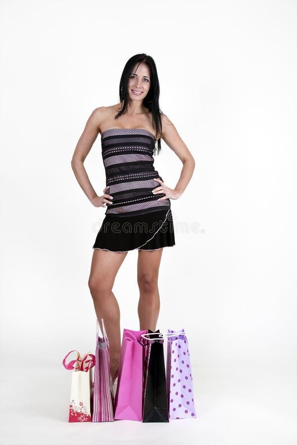Sacchetti di acquisto di trasporto della donna fotografia stock libera da diritti