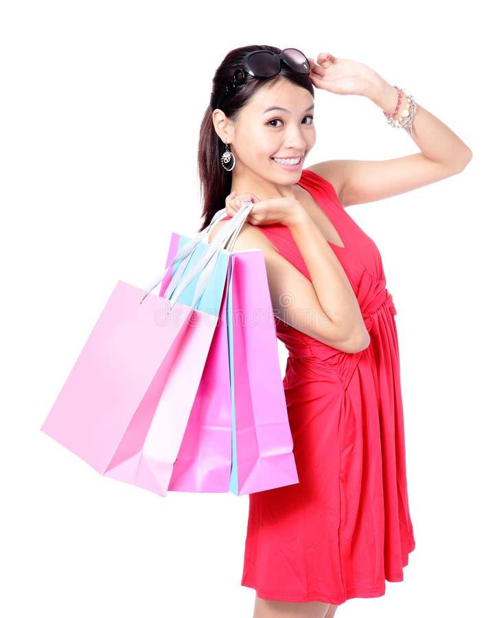 Sacchetti di acquisto felici dell'introito della donna fotografia stock