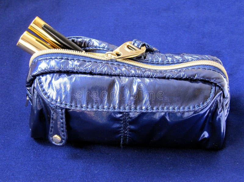 Sacchetto blu di trucco fotografia stock libera da diritti