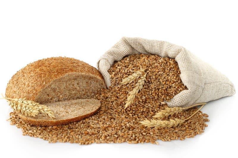 Sacchetto con frumento, pane e le orecchie immagine stock