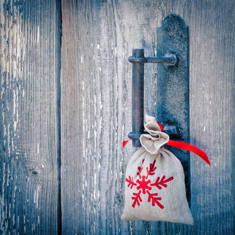 Sacchetto con un regalo di Natale fotografie stock libere da diritti