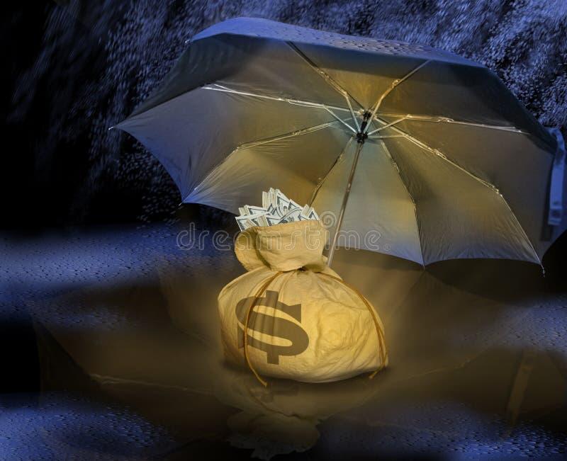 Sacchetto dei soldi sotto l'ombrello immagine stock libera da diritti
