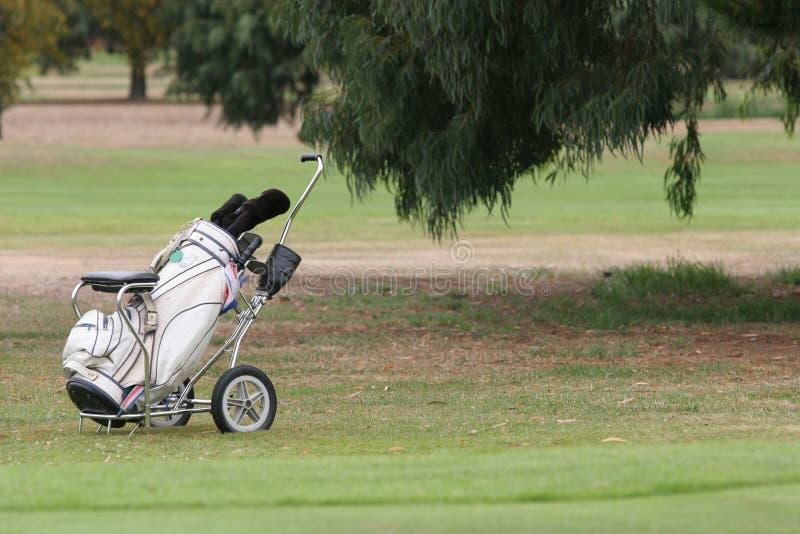 Sacchetto di golf e trundler immagine stock libera da diritti