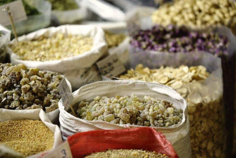 Sacchi di incenso nel souk di Qatari immagini stock