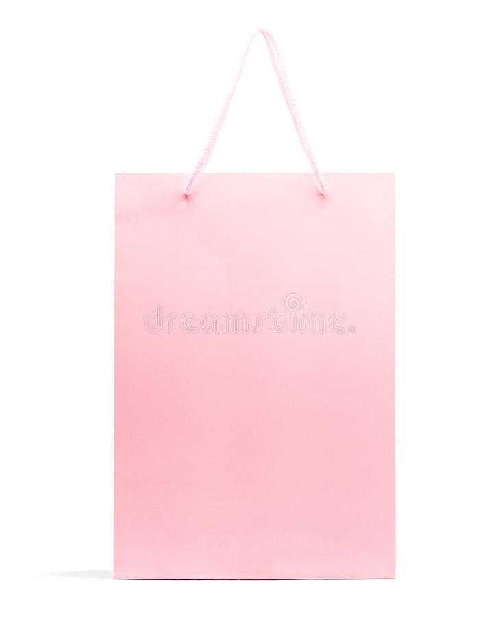 Sacco di carta rosa isolato su fondo bianco con il percorso di ritaglio, acquisto immagine stock libera da diritti