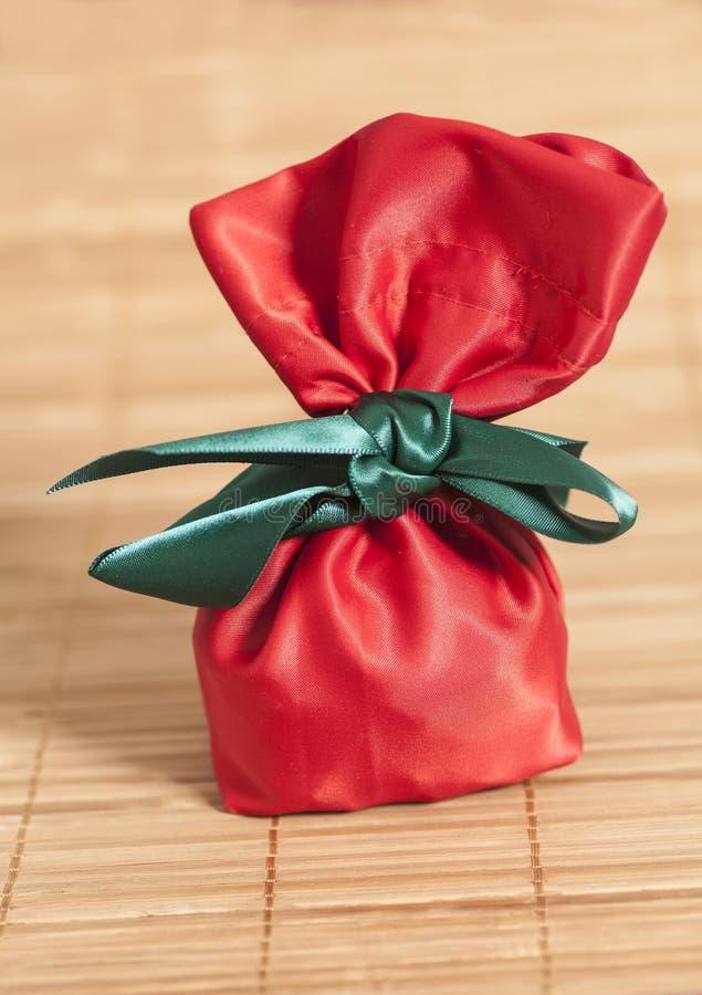 Sacco rosso del regalo fotografia stock libera da diritti
