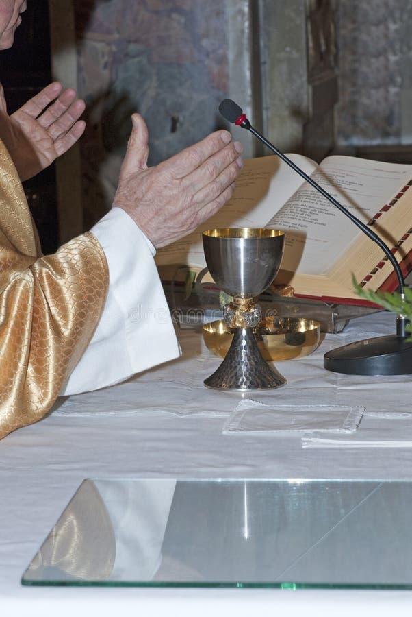 Sacerdote católico fotos de archivo libres de regalías