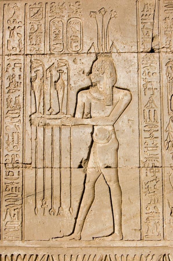 Sacerdote egipcio antiguo para dios de Hapi imagen de archivo