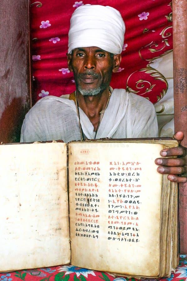 Sacerdote etíope imagenes de archivo