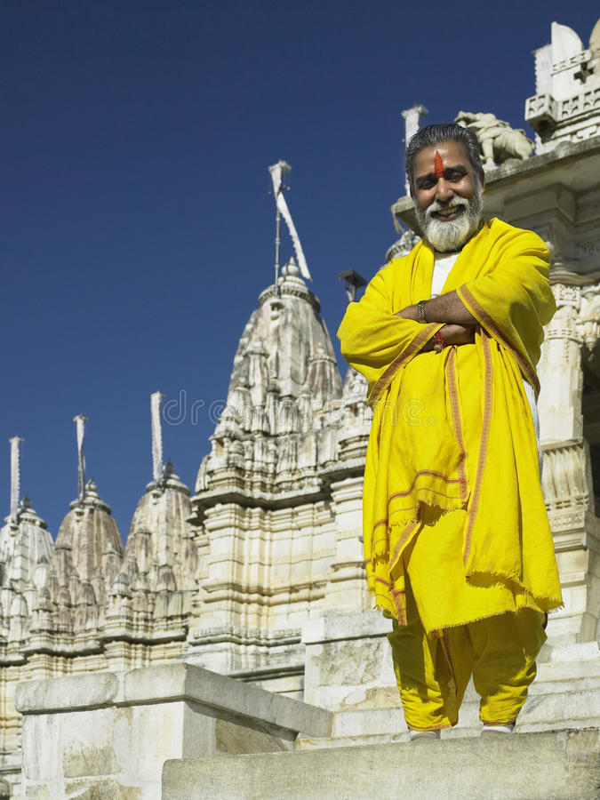 Sacerdote Jain del templo - Ranakpur - la India fotos de archivo libres de regalías