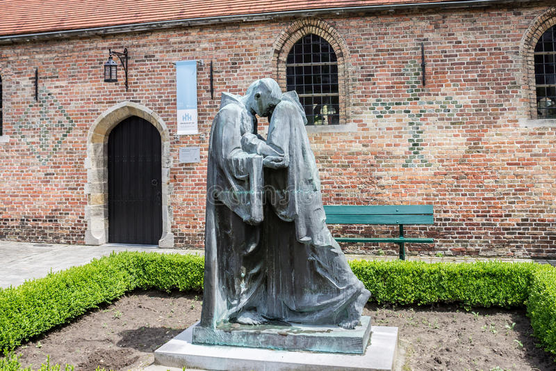 Sacerdote Statues Bruges fotos de archivo