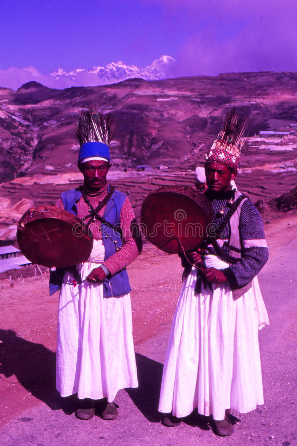 Sacerdotes del chamán en Nepal imagen de archivo libre de regalías