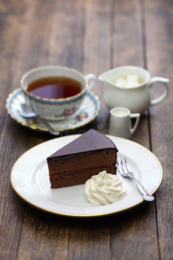 Sachertorte hecho en casa, torta de chocolate austríaca fotografía de archivo