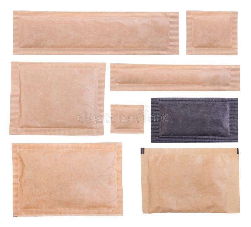 Sachets de papier de sucre d'isolement sur le fond blanc image libre de droits