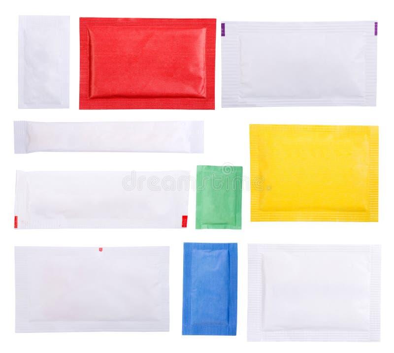Sachets de papier de sucre d'isolement sur le fond blanc photographie stock libre de droits