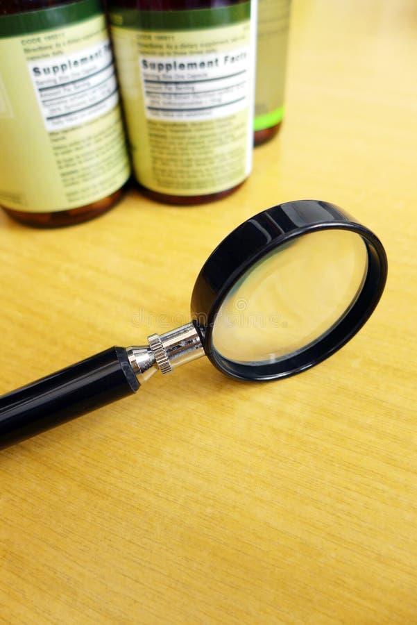 Sachez ce que vos suppléments contiennent image stock