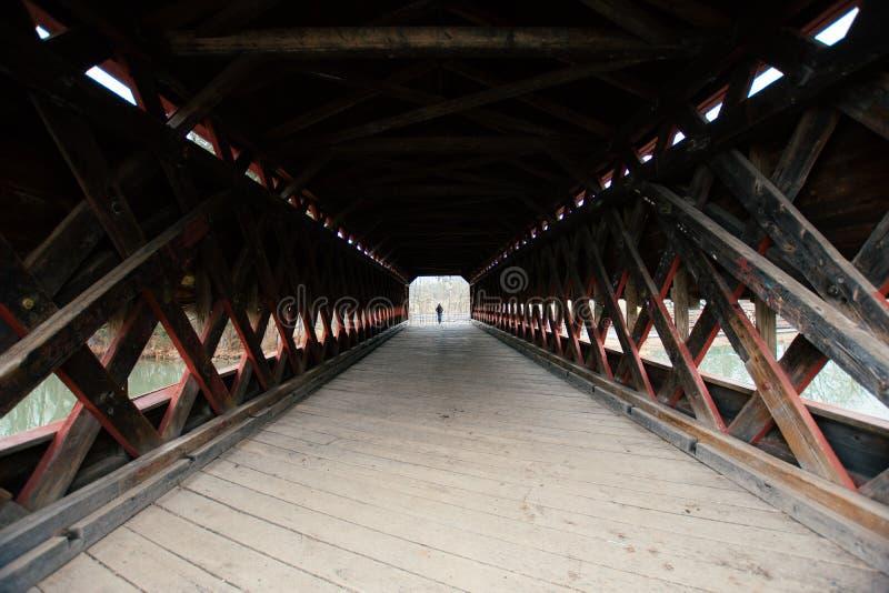 Sachs täckte bron i Gettysburg, Pennsylvania på en lynnig dag arkivbilder