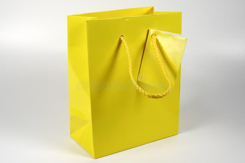 Saco amarelo do presente fotos de stock royalty free