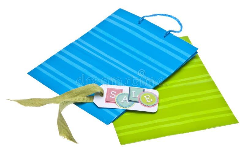 Saco colorido do presente ou de compra com Tag da venda fotos de stock