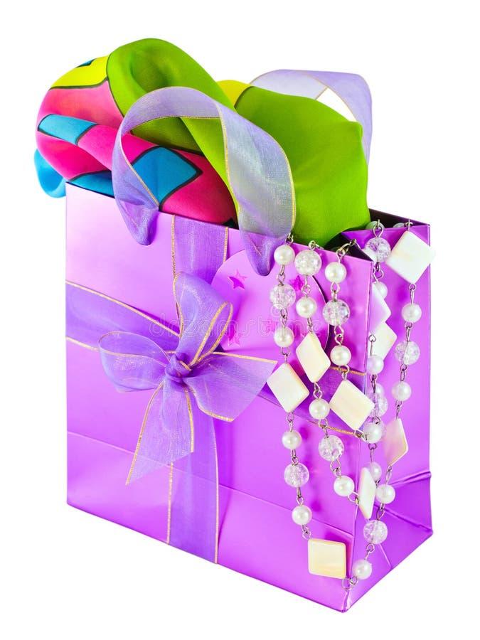 Saco cor-de-rosa lustroso do presente foto de stock royalty free