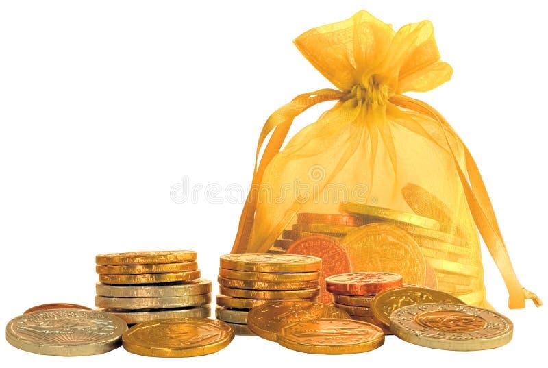 Saco da moeda & pilhas de moedas do chocolate do ouro & da prata foto de stock royalty free