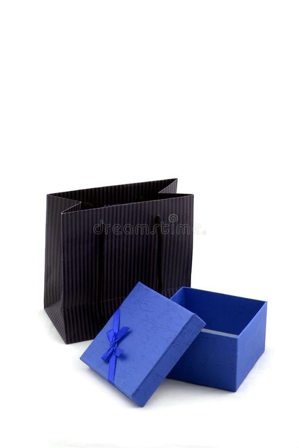 Saco de compra e caixa de presente foto de stock royalty free