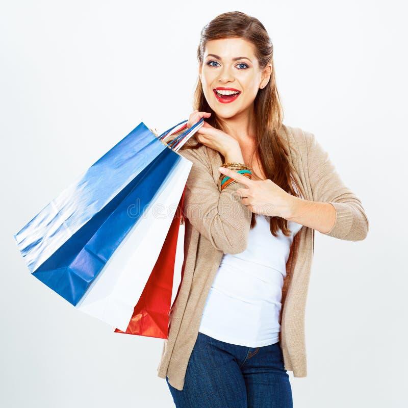 Saco de compras da posse da jovem mulher Fundo branco isolado imagens de stock