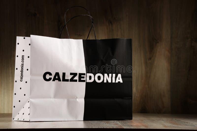 Download Saco De Compras Original Do Papel De Calzedonia Foto Editorial - Imagem de produto, ilustrativo: 80101671