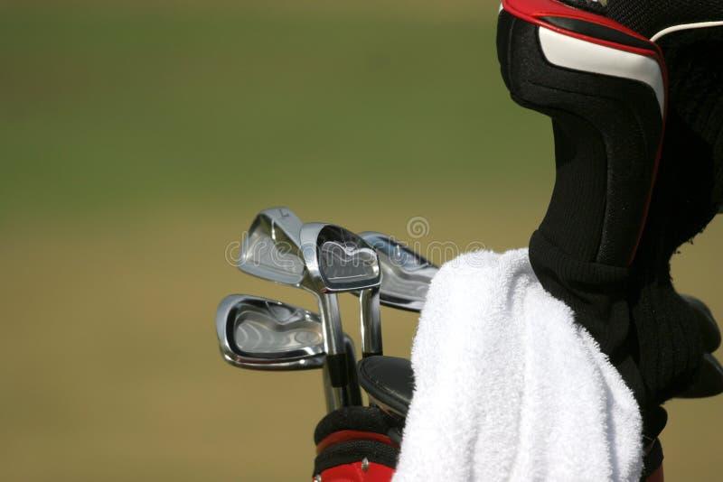 Saco de golfe e grupo de clubes fotos de stock