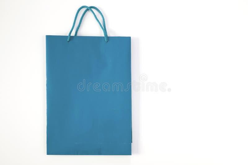 Saco de papel da compra isolado no fundo branco imagem de stock