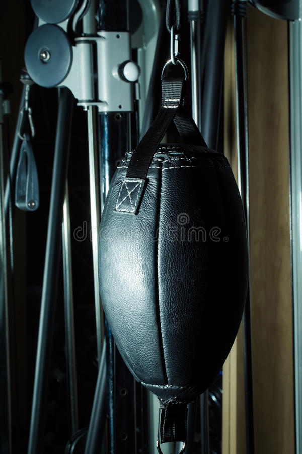 Saco de perfuração de couro preto do encaixotamento foto de stock royalty free