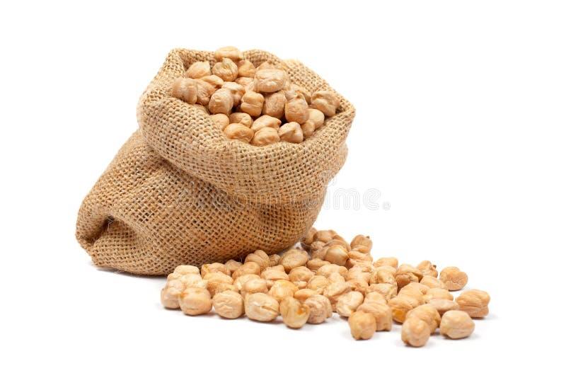 Saco de serapilheira com grãos-de-bico fotos de stock