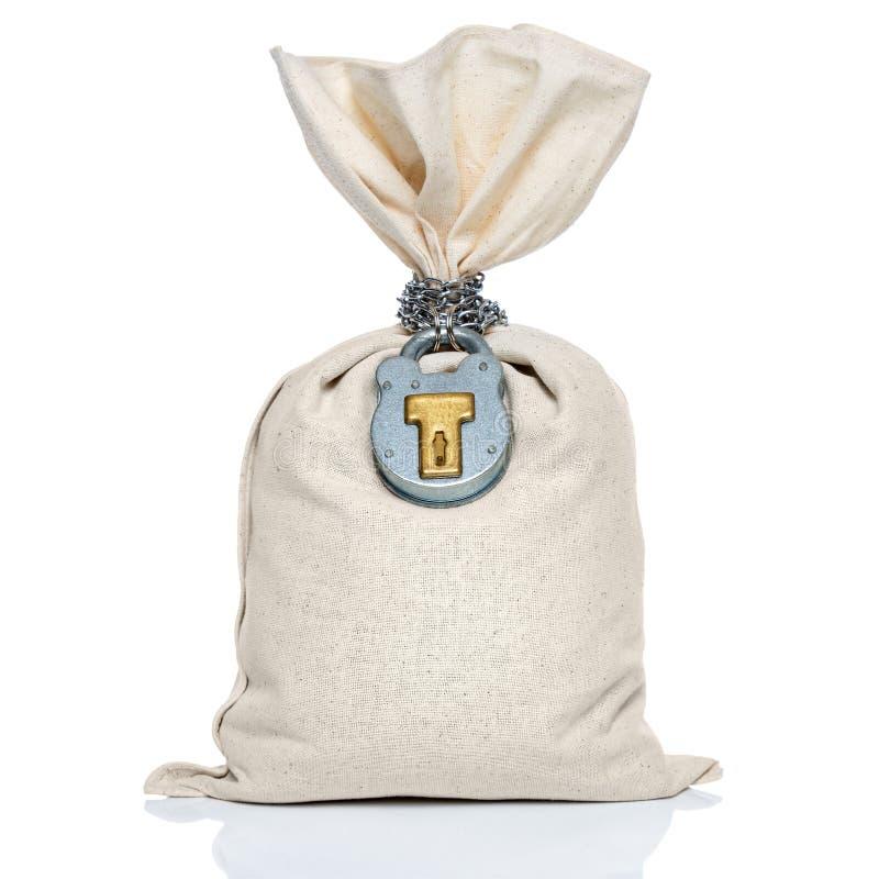 Saco do saco do dinheiro com o cadeado isolado no branco foto de stock royalty free