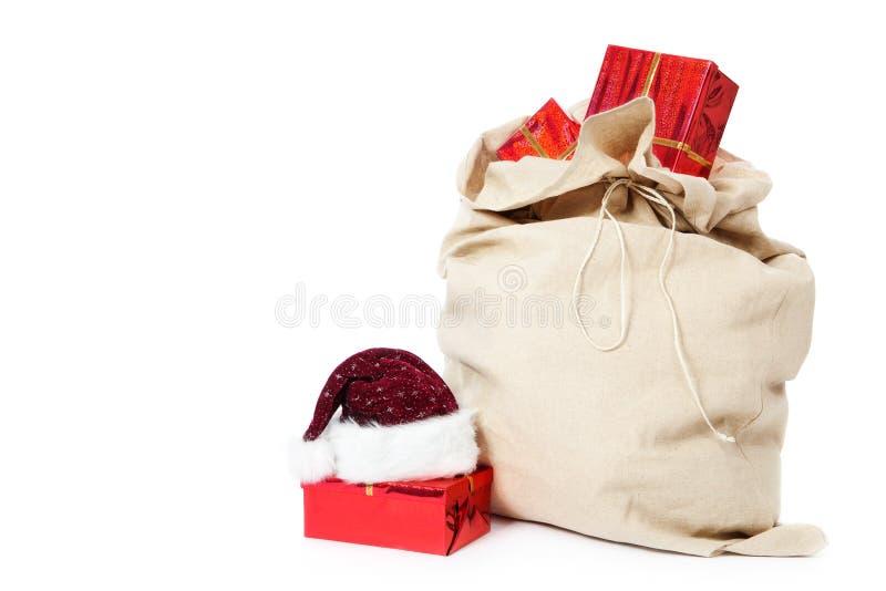 Saco do Natal completamente de presentes no branco fotos de stock royalty free