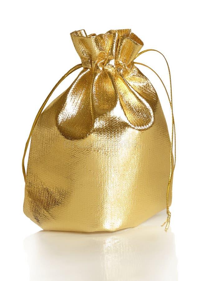 Saco dourado do presente foto de stock royalty free