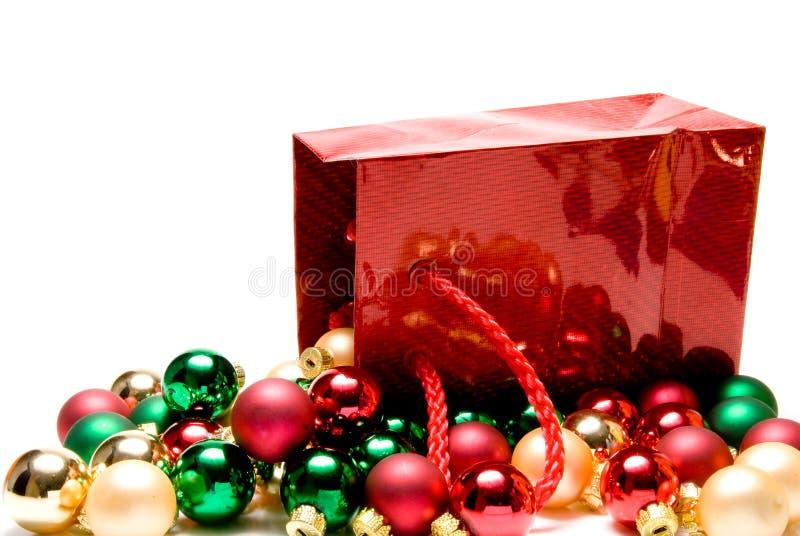 Saco e esferas do presente do Natal imagem de stock