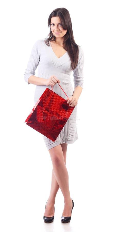 Saco vermelho de compra da terra arrendada da mulher. Isolado imagem de stock royalty free