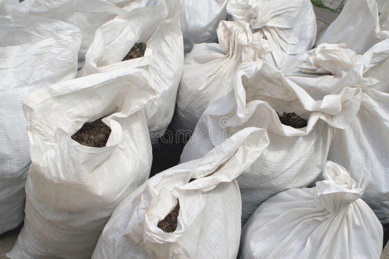Sacos brancos do fertilizante imagem de stock royalty free