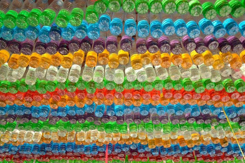 Sacos coloridos plásticos usados fotos de stock