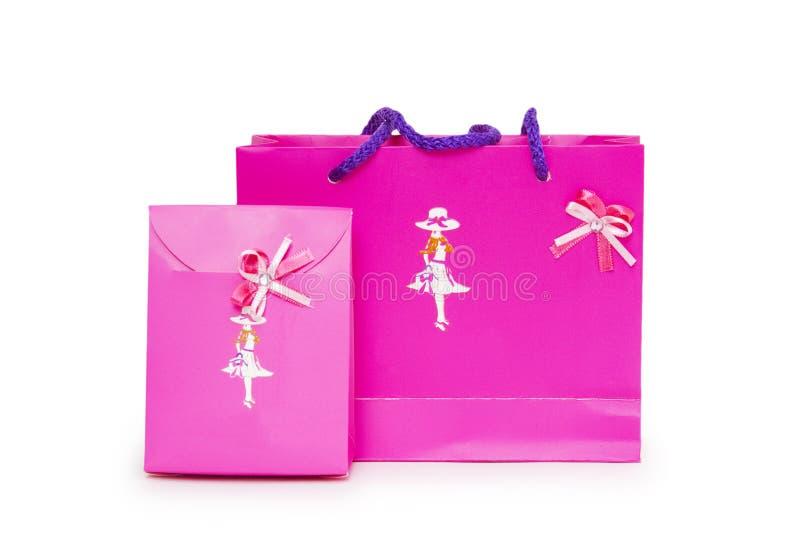 Sacos cor-de-rosa do presente em um fundo branco. fotografia de stock