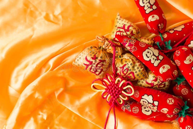 Sacos da bênção do ano novo feliz, nó ansioso, nó chinês, pimentas crescendo do significado foto de stock
