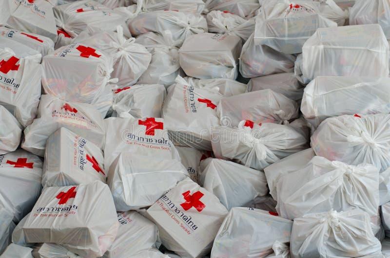 Sacos da cruz vermelha fotografia de stock royalty free